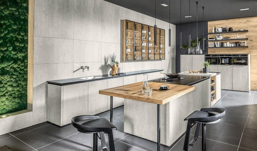 Betonlook keuken met zwart blad