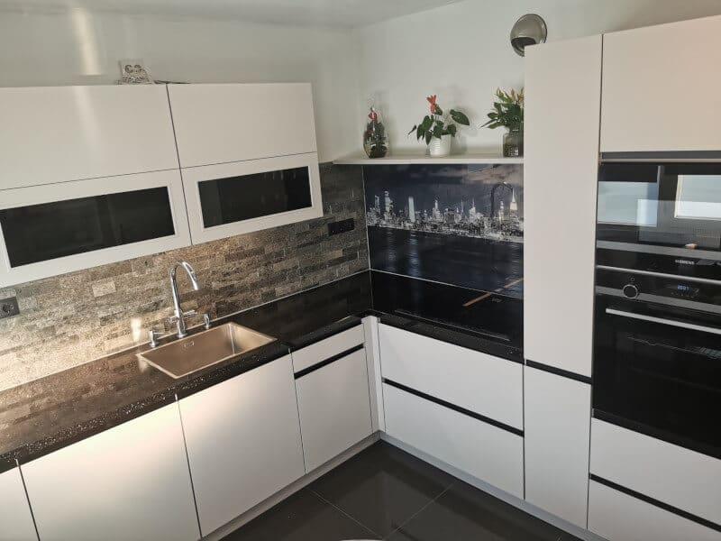 Greeploze witte keuken geplaatst