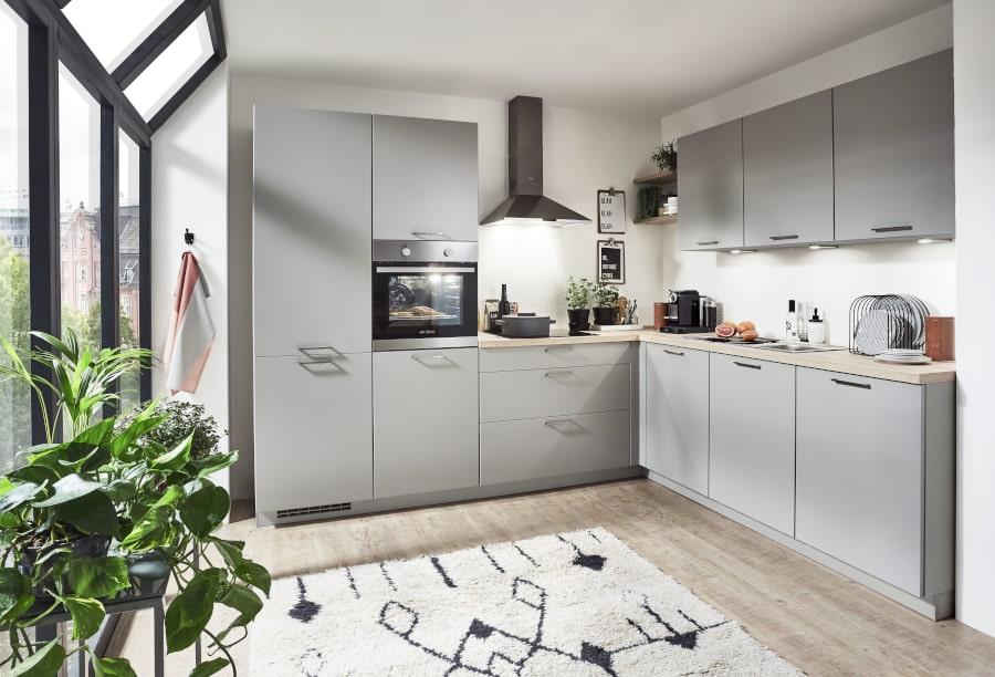 Grijze kleine tijdloze keuken