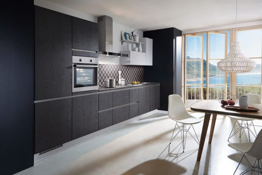 zwarte houten keuken cappeln