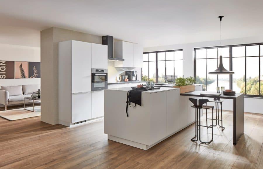 witte moderne keuken met eiland freisoythe