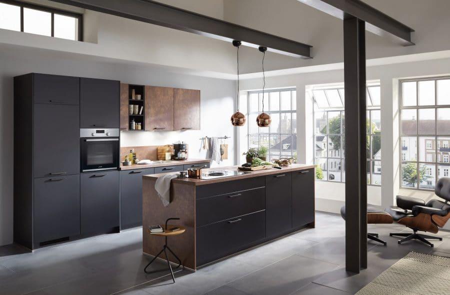 zwarte keuken met rusty afwerking lienen