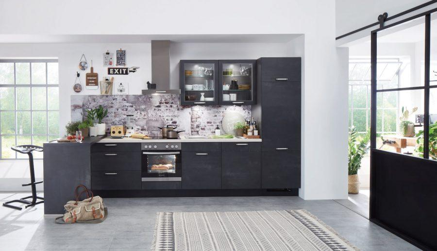 zwarte rechte keuken met bar