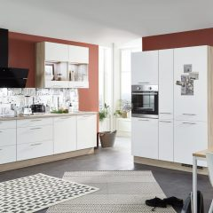 witte keuken met kastenwand rastede