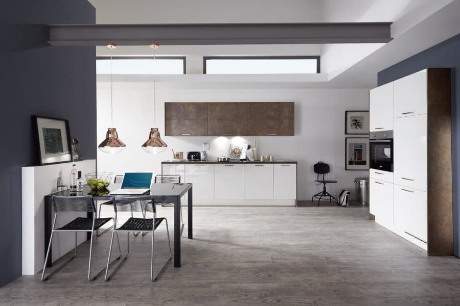 witte hoogglans keuken met kastenwand rhede