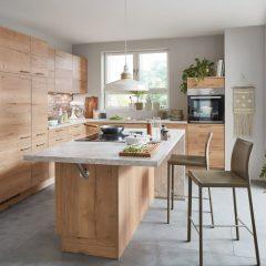 keuken met kookeiland en marmerlook blad Wassenberg