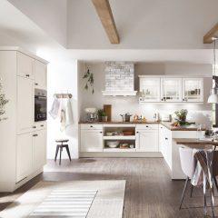 landelijke witte keuken met kastenwand willich