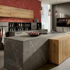 Marmerlook keuken met hout