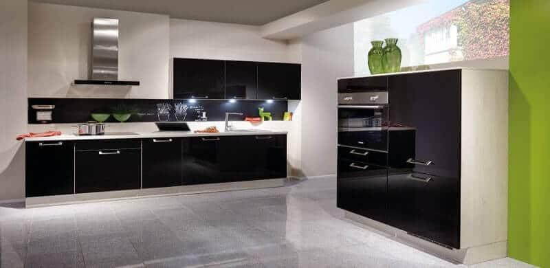 Tijdloze donkere keuken