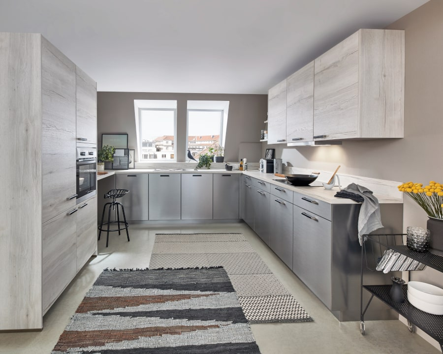 grijze u keuken met hout