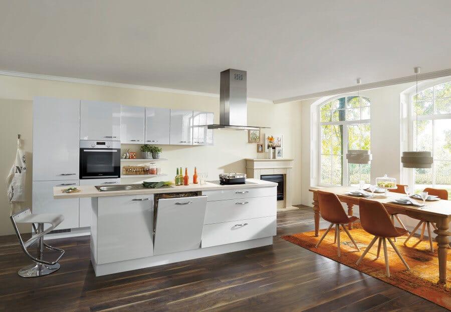 Witte hoogglans keuken met bar