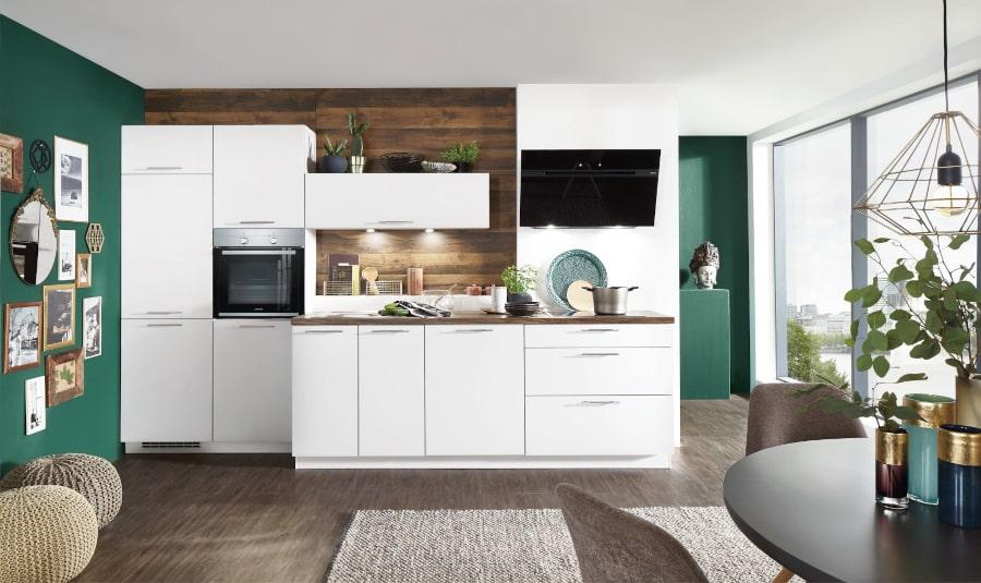 Witte rechte keuken met hout